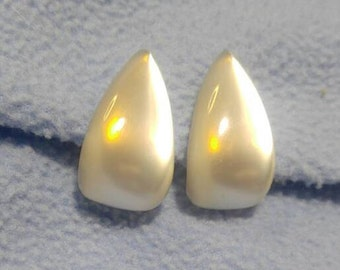 Stunning White Glass Moonglow Teardrop Screwback Earrings