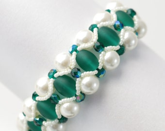 Frosted Emerald and Ivory Pearl Bracelet