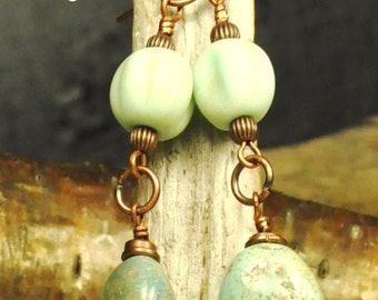 Earrings made of turquoise and recycled glass beads, by Tribu Urbaine Design®