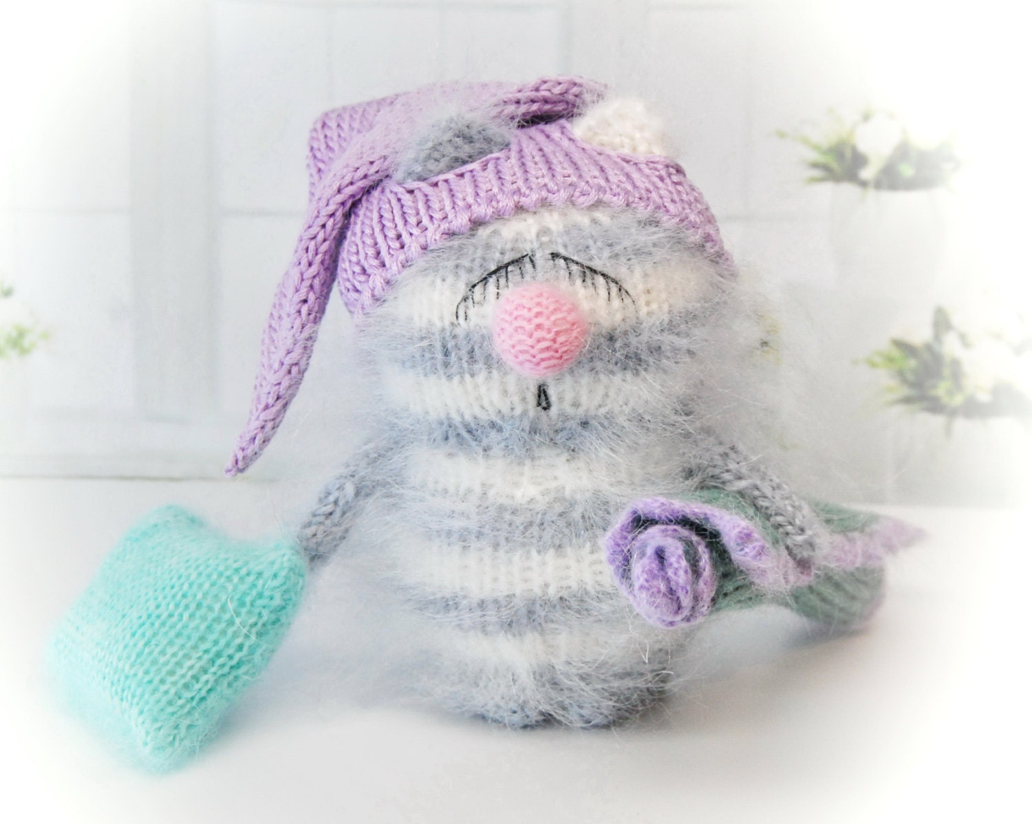 Mohair Cushion Knitting Pattern : SNOOZY CATAMIGURUMI Cat Kitten Blanket & Pillow Knit Mohair