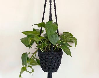 Black hanging planter, crochet plant hanger, monochrome decor, Indoor planter, plant holder, hanging basket, eco homewares, houseplants