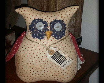 primitive patriotic Americana owl tuck, July 4th decor, Independence Day owl, OFG, FAAP, owl shelf tuck, USA owl, red white blue owl,