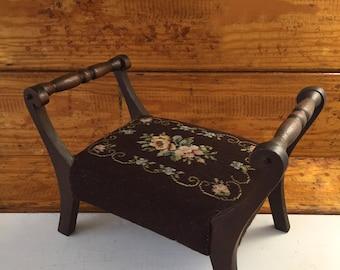 Needlepoint Foot Stool, Classic Footstool, Needlepoint Stool, Vintage Needlepoint, Vintage Home Decor, Antique Ottoman, Petit Point Stool