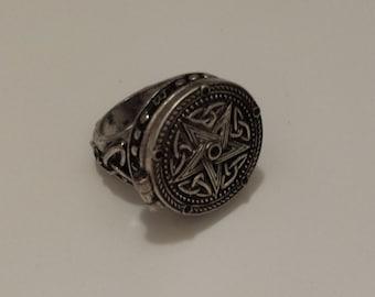 Pentagram star secret locket ring. Size 10 antique silver