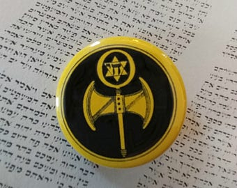 Labyris, Chai. Jewish Feminist button, designed by Liza Cowan. Remake of iconic 1977 button also by Liza Cowan.