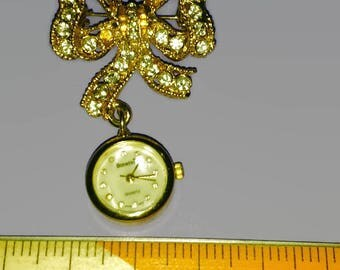 Watch broach bonetto quartz gold toned bow with crystal stones