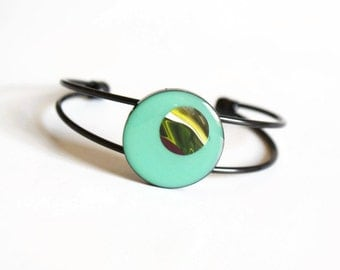 Green Resin Bracelet, green resin bangle, round bracelet, colourful jewellery, statement jewelry, gift for her, contemporary design