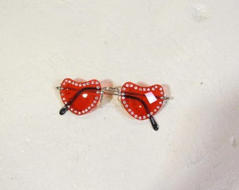 NOS rhinestone heart shaped sunglasses : 4 colors available
