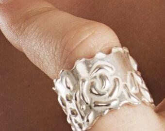 Roman floral ring