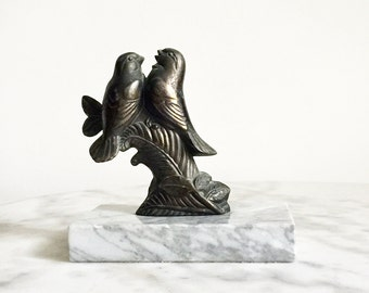 Antique French Bronze Statue, A Gorgeous Art Deco Statue with Two Little Birds on a Marble Base, 1920's