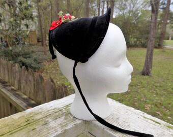 Vintage 1940's 40's Black Velvet Cap Caplet Juniors Child Hat with Red Millinery Size 21