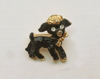 A Vintage 1950s charming little Lamb Brooch/Pin