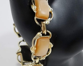 Beautiful Coro Peach Lucite and Gold Tone Link Bracelet