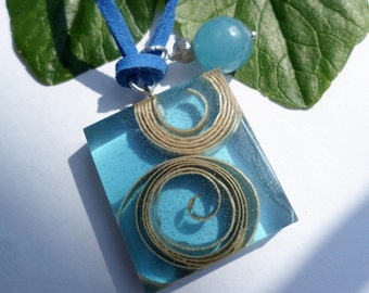 Resin pendant and natural wood//Blue//Pendant pendant wood//necklace//gift for her