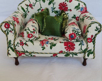 Dolls-house furniture, attractive 1/12 Scale Miniature Couch