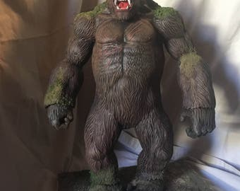Kong statue/model diorama