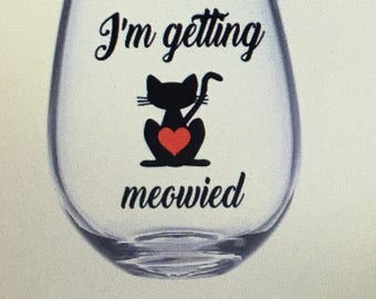 I getting meowied gift. I'm getting meowied wine glass. Meowied wine glass. Meowied gift.