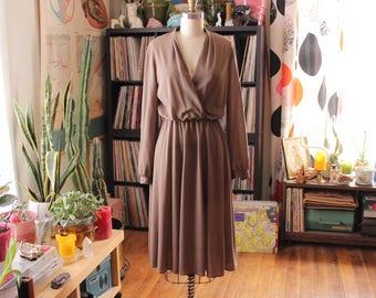 mocha surplice dress . flowy skirt dress with long sleeves . 1970s dress, light brown tan v neck dress . womens medium / small