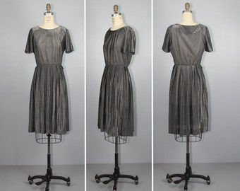 1970s dress / shimmer / metallic grey / FLINT pleated silver dress