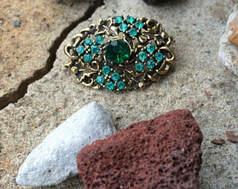 1960s Beautiful Emerald Green Irish Rhinestone Stone Vintage Brooch Pin
