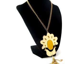 Unmarked Vintage Cream & Yellow Enamel Sunny Side Up Egg / Abstract Gold Tone Metal Dangling Chain Tassle Pendant Necklace