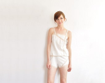 1970 ivory sleep set . lace trimmed camisole and shorts . 2 pc matching outfit .small .sale