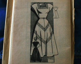 1940 to 1950's vintage mail order dress pattern 9452 size 13