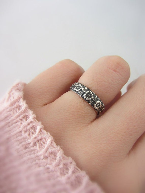 Sterling silver flower band ring, nature engagement ring, nature inspired wedding ring, silver rustic band ring, promise ring for her, bff
