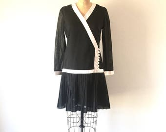 Vintage 1960s Mod Black & White Mini Dress Drop Waist Pleated Skirt M