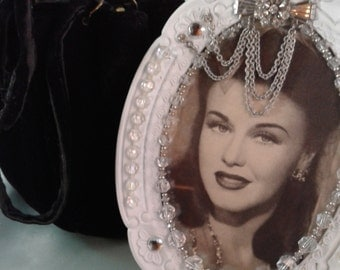 Vintage Retro 40's/50's/60's Old Hollywood Beautiful Ginger Rogers Crystal Encrusted Oval Frame