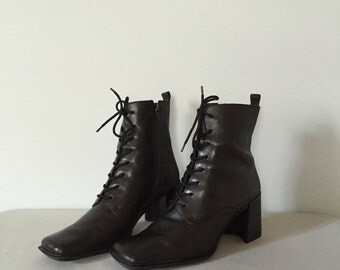 90s Jane Eyre boots | skinny lace up boots | 7.5 | 8
