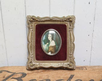 Victorian Lady in Cameo frame Vintage Ornate antiqued gold frame with oval cameo picture