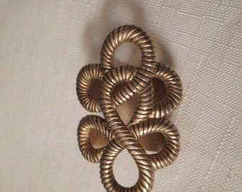 CELTIC KNOT Scarf Loop / Scarves Pendant / Brooch / Pin / Brushed Gold / Infinity Knot / Art Moderne / Retro / Trendy / Chic / Hip Accessory