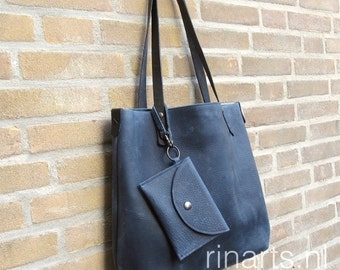 Tote bag BIG City, in denim blue veg tanned Italian pull up leather. Denim blue leather tote. Complete version with inside pockets and pouch