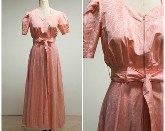 Vintage 1940s Dressing Gown • Enter Ethereal • Blush Pink Floral Embossed Taffeta 40s Robe Size Small