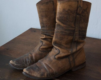 Vintage size 7/7.5 leather boots, 1970s brown leather cowboy boots, vintage brown boots, 1970s flat brown boots, brown cowboy boots