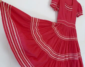 50's Patio Dress Full Circle Skirt Seersucker Cotton Red White Ric Rac Puff Sleeve XS S
