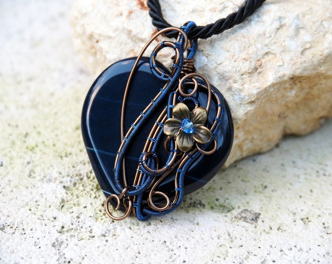 Heart pendant  ~ Wire wrapped gemstone ~ Dark blue Agate