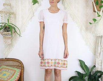 70s White Cotton Gauze Mini Dress w/ Embroidered hem, Small 4106