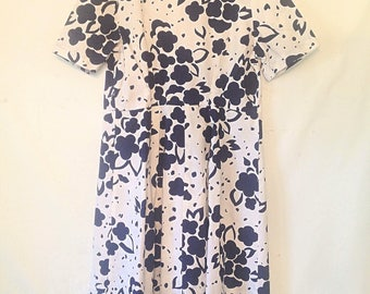 vintage blue and white dress handmade vintage dress navy floral dress Medium Large dress short sleeve dress blue and white vintage