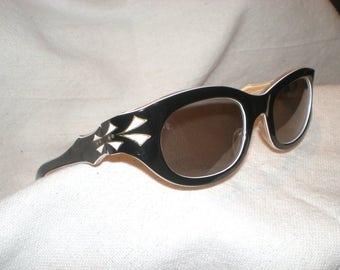 Vintage Black French Sunglasses 1950s France Cat Eye Retro Frames Unique Rare Mint condition Amazing White Deco Sharp Detail