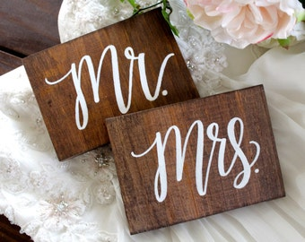 Mr and Mrs Sweetheart Table Signs, Rustic Wedding Signs, Mr and Mrs Signs, Wooden Wedding Signs, Photo Prop Signs, Bridal Gift | 2 Piece Set