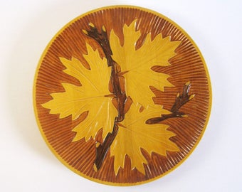 Vintage Carved Wood Plate - Maple Leaf Art - Wood Wall Hanging - Leaf Wall Decor - Wood Home Decor - Round Wood Tray - Vintage Canada 150
