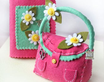 Pincushion and Needle Book Set, Pink Pincushion Handbag & Needle Case with Felt Daisies, Dressmakers Gift, Sewing Room Decor, Sewing Notion