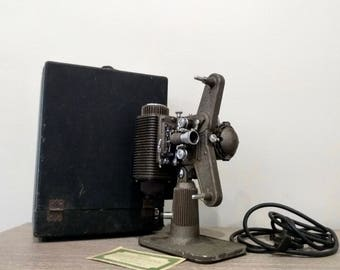 Antique Revere De Luxe 8mm Model 85 Film Projector with carrying case, vintage working condition movie projector