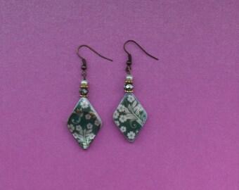 Green flower earrings, green floral earrings, green shell earrings, shell jewellery, spring earrings, summer earrings, anniversary gift idea