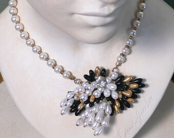 1980s Vintage necklace with white glass pearls and central pin