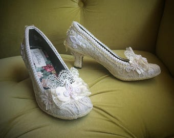 Wedding Pumps Marie Antoinette Shoes Heels Costum Bridal Ivory Off White Antique Style Lace French Fleur De Lis Pearls Rococo Baroque Kawaii