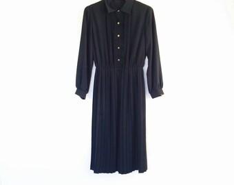 "1 WEEK SALE! 30 % off. 1960s Black LBD ""a la Chanel"" Japanese  shirtdress. Fits a size xs / s"