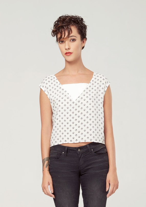 HORIZON lotus black crop top